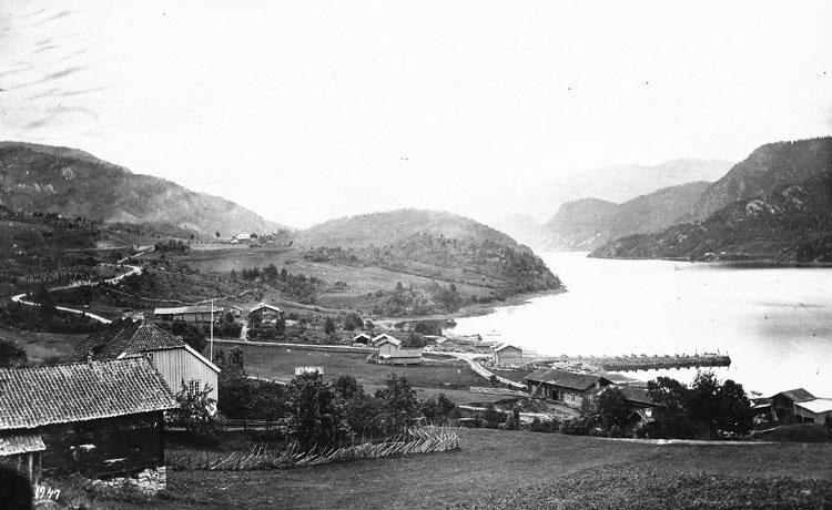 Kyrkjebø i Kviteseid om lag 1872. Bustad for skulestyraren på seminaret. Foto: Knud Knudssen